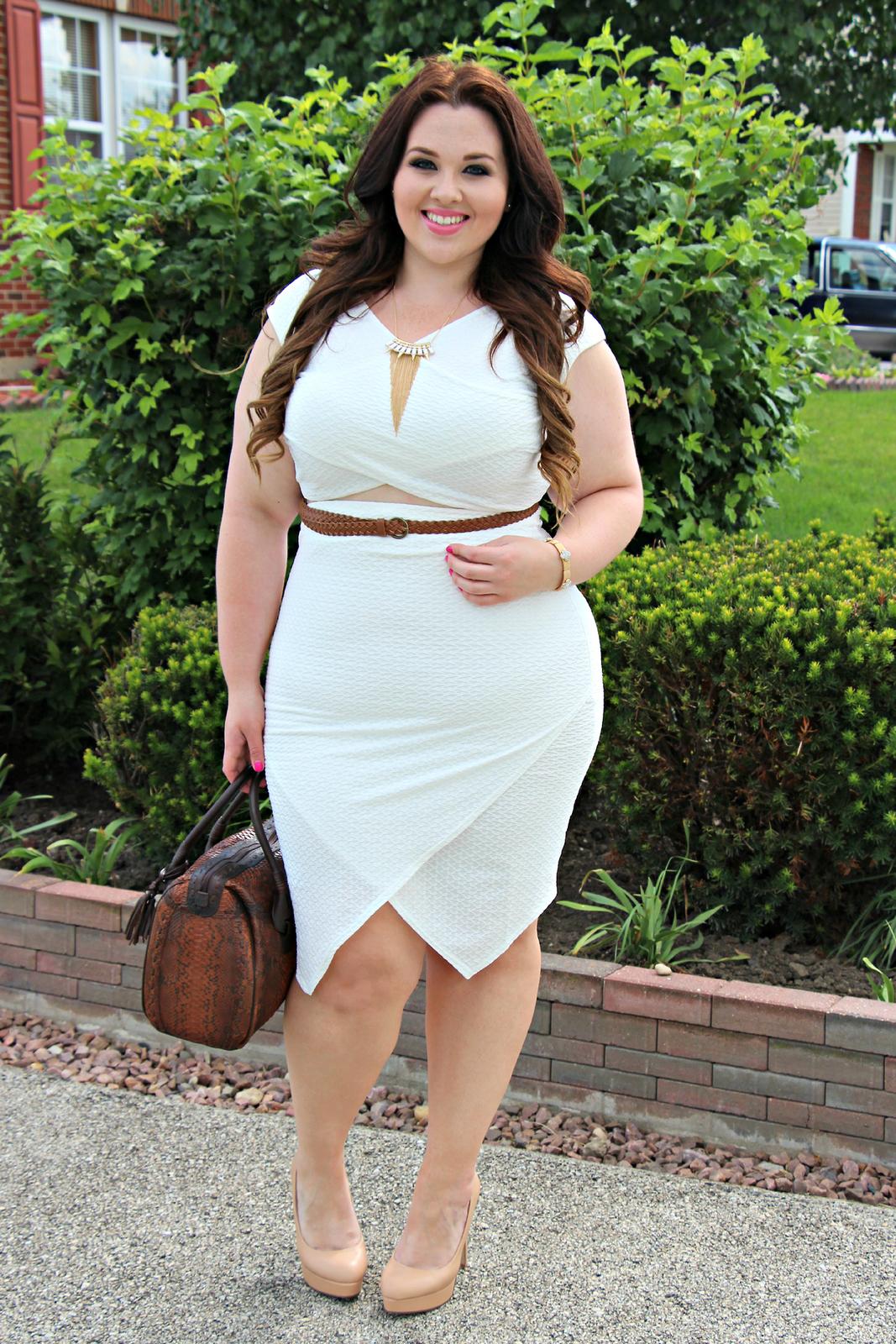 Толстушки в обтягивающих юбках 16 фотография